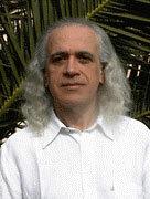 Photo du Docteur Pierre FRAGNAY, spécialiste de l'Iridologie. et de la Luminothérapie Martine Roux luminothérapie--formation.com